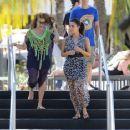 Kim Kardashian: take a stroll along the beach in Miami