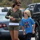 Cindy Crawford Takes Her Kids For A Coffee Break In Bervely Hills, 2009-06-15