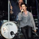 Alanis Morissette – Performs in Dublin - 454 x 568