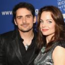 Brad Paisley and Kimberly Williams  -  Wallpaper - 454 x 303
