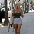 Courtney Stodden in Shorts Out in Beverly Hills - 454 x 691
