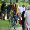 Katie Holmes – Filming 'The Gift' set in Montreal - 454 x 415