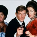 Promo of Roger Moore, Jane Seymour, Gloria Hendry in Live And Let Die (1973) - 454 x 291