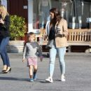 Jennifer Garner spotted leaving Brentwood Country Mart in Brentwood Ca March 27th,2017 - 454 x 361