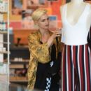 Ashlee Simpson – Shopping candids at Urban Outfitters in Los Angeles - 454 x 687