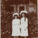 Tatiana Nikolaevna & Olga Nikolaevna in Crimea, 1909 - 454 x 597