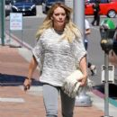Hilary Duff at the Doctor's office - 401 x 600
