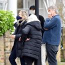 Vanessa Kirby – with her parents checking out Georgian style 3 story house in North London - 454 x 634