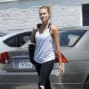 Margot Robbie heads to a gym in Los Angeles - 454 x 667