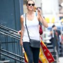 Kate Upton stops by a gym for a workout in New York City, New York on August 1, 2016 - 393 x 600