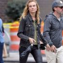 Diane Kruger in Skinny Black Leather Pants – Los Angeles 9/21/2016 - 454 x 741