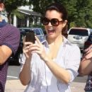 Bellamy Young was seen campaigning for H. Clinton in downtown Washington, DC on August 27, 2016 - 454 x 596