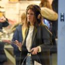 Rose Leslie – Picking up some groceries in London