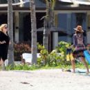 Jessica Alba – On the Beach in Mexico - 454 x 324