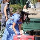 Abigail Spencer – Sets up her floral company at the farmer's market in Montecito - 454 x 607