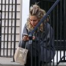 Sienna Miller on the Set of 'The Burning Woman' in Brockton - 454 x 568