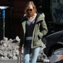 Karlie Kloss in Jeans out NYC - 454 x 681