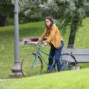 Katie Holmes – Filming 'The Gift' set in Montreal - 454 x 400