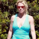 Britney Spears in Shorts – Heads to dentist in LA - 454 x 681