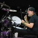 Lars Ulrich of Metallica performs during a stop of the band's WorldWired Tour at T-Mobile Arena on November 26, 2018 in Las Vegas, Nevada - 454 x 349