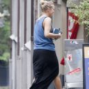 Lara Bingle - having lunch in Sydney - 25/02/11