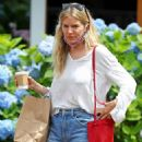 Sienna Miller – Out for a Coffee in The Hamptons - 454 x 681