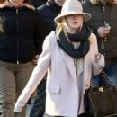 Dakota Fanning: shopping with mom