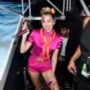 Miley Cyrus – 2017 MTV Video Music Awards in Los Angeles - 454 x 684