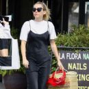 Miley Cyrus – Shopping in Studio City