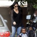 Sandra Bullock: arrived to pick up her son from school in Los Angeles
