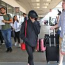 Maisie Williams at LAX Airport in LA July 12, 2017 - 454 x 611