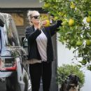 Kate Upton – Picks some organic lemons in LA