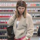 Lori Loughlin at nails salon in Beverly Hills - 454 x 681