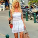 Victoria Silvstedt – Arrives at Club 55 in Saint Tropez - 454 x 681
