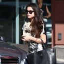 Selena Gomez leaves a friend's house on January 22, 2013 in Studio City, California - 454 x 575