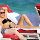 Ellie Goulding – On the beach in Miami