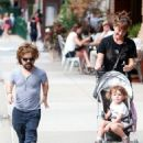 Peter Dinklage goes for a walk with his wife Erica and their daughter on August 27, 2015 in New York City, New York - 454 x 562
