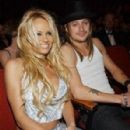Kid Rock and Pamela Anderson - 297 x 451