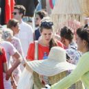 Charlotte Casiraghi – Shopping on the market in Cap-Ferret - 454 x 725