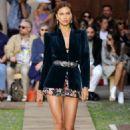 Irina Shayk – Etro Runway Show at Milan Fashion Week