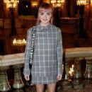 Maisie Williams – Stella McCartney Fashion Show in Paris 03/04/2019 - 454 x 651