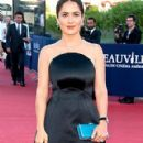 Salma Hayek: shopping in Paris