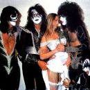 Kiss & Star Stowe, Mothers Studio, New York City, April 9, 2014 - 454 x 382