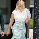 Holly Willoughby – Filming outside ITV Studios in London - 454 x 813
