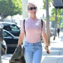 Kendra Wilkinson in Jeans out in West Hollywood - 454 x 777
