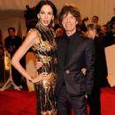 L'Wren Scott and Mick Jagger at 2011 MET Costume Institute Gala - 422 x 612