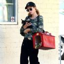 Paris Hilton – Leaving a nail salon in Los Angeles