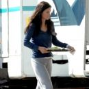 Courteney Cox Grabs Lunch On Set Whilst Filming Her Latest TV Series 'Dirt' In L.A 2007-10-03