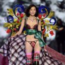 Liu Wen – 2018 Victoria's Secret Fashion Show Runway in NY - 454 x 644