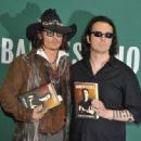 Damien Echols In Discussion With Johnny Depp - 454 x 333
